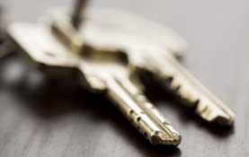 image of house keys on hall table