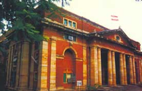 photograph of Nagpur University, where Uttara studied