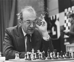 photo of Viktor Korchnoi competing in 1985