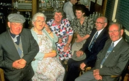 photo of Cockell with surviving members of the Sutton family